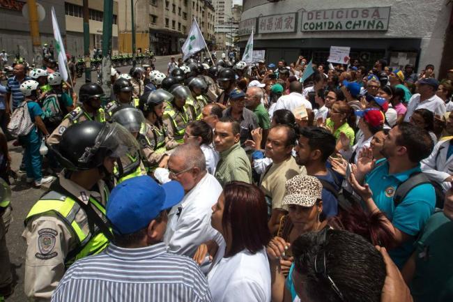 Venezuela envía 2.000 soldados a una región fronteriza con Colombia