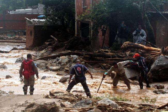 Diez muertos y más de 80000 personas desalojadas por inundaciones en Brasil