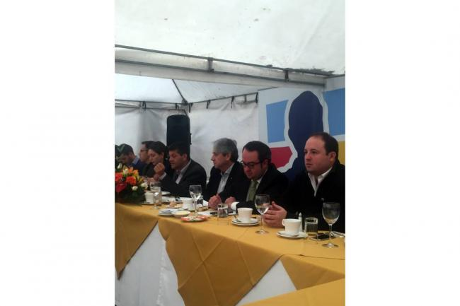 Uribe modificará acuerdo con FARC si su partido gana en 2018