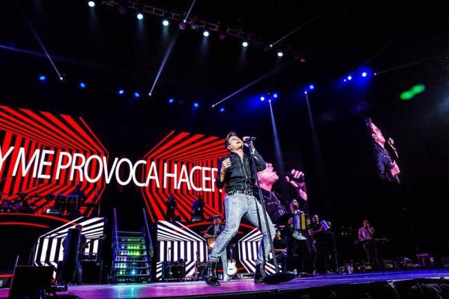 El hijito de Silvestre Dangond le robó el show en pleno concierto