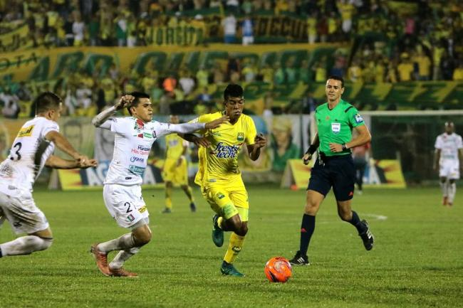 Con doblete de Arizala, Bucaramanga vence a Once Caldas