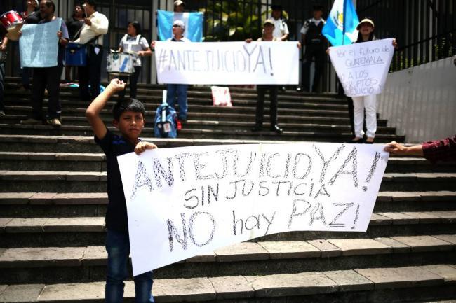 Dudan que prospere antejuicio contra el presidente de Guatemala en Congreso