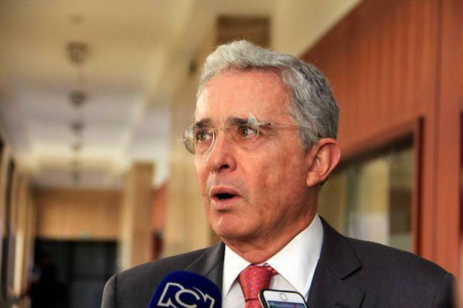 Corte compulsa copias contra Álvaro Uribe por chuzadas del Das