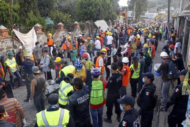 Fallecen dos personas por el sismo de hoy en la mañana