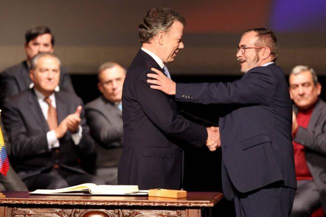 Los próximos tres gobiernos no podrán modificar el acuerdo de paz: Corte