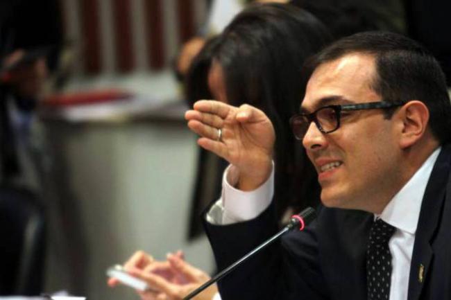 Duro enfrentamiento entre uribistas y FARC en el Congreso