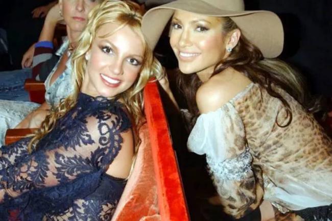 Jennifer López obsequia lujoso regalo a Britney Spears
