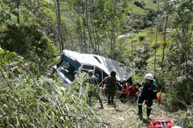 Accidente vía Bogotá - Villavicencio deja dos muertos y 13 heridos