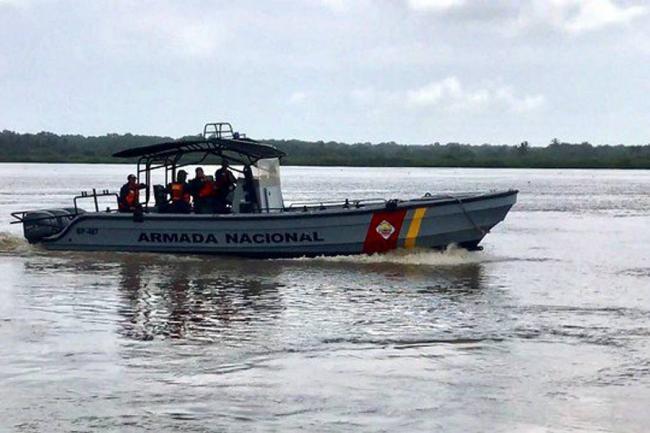 Ocho personas fueron rescatadas en altamar por la Armada Nacional