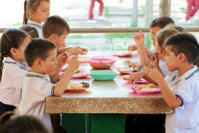 Contraloría General denuncia irregularidades en alimentación escolar en Catagena, Magdalena y Amazonía