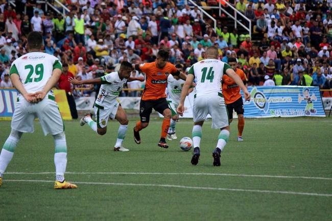 Leones golea a Llaneros y se acerca al título del Torneo II