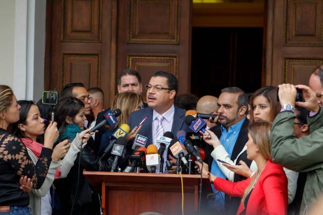 Retoman diálogo gobierno y oposición venezolana en Dominicana