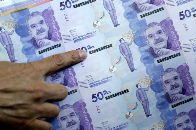 Santos recorta $4 billones en presupuesto de 2018 para cumplir regla fiscal