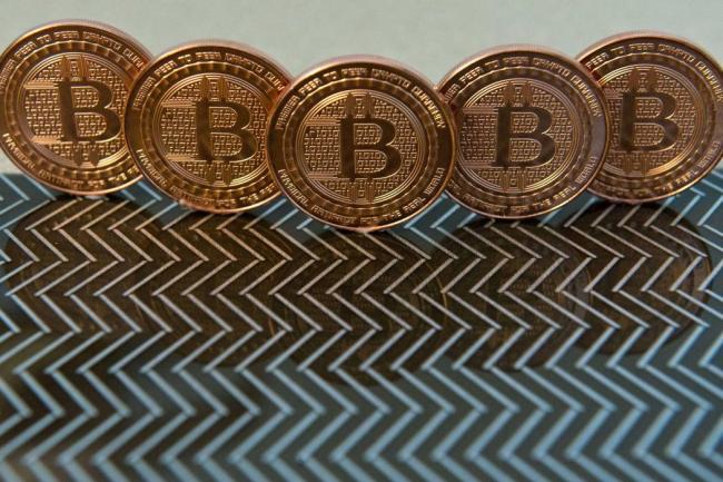 Realidad alcanza al bitcoin, cotiza en menos de 12000 dólares