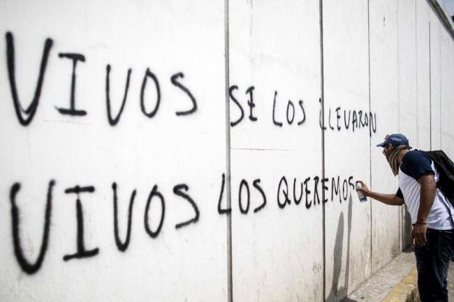 Localizan a joven 'desaparecido' tras arresto por policías de Ciudad de México