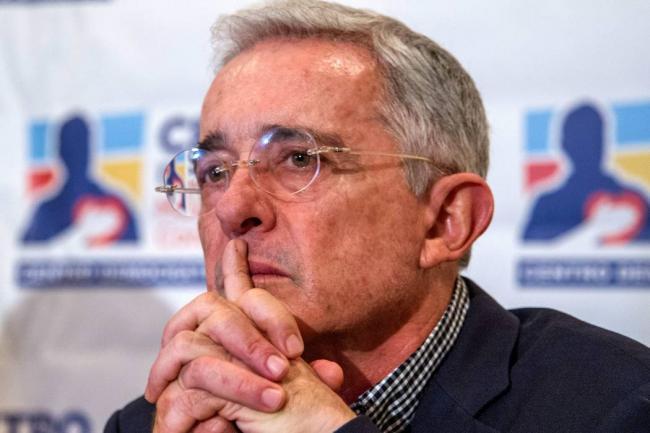 Uribe acusa de