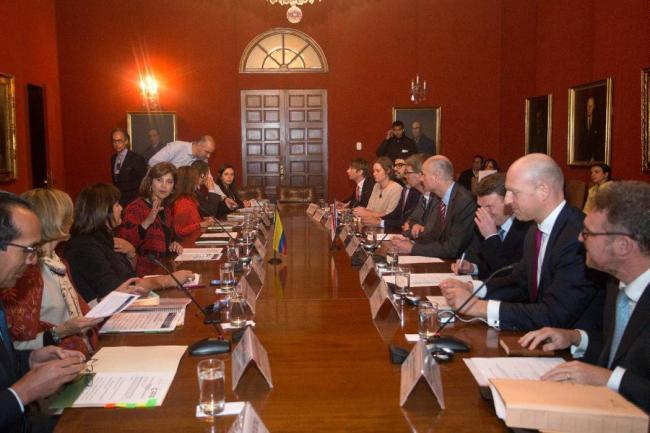 Senador pidió a Trump reconsiderar su asistencia a Perú y Colombia