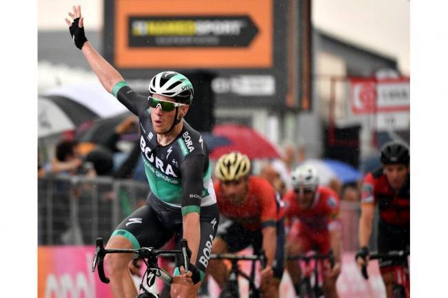Sam Bennett gana la etapa 12 del Giro de Italia