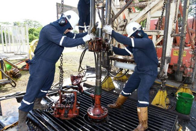 Economía: El precio del petróleo baja tras anuncio de alza de stocks