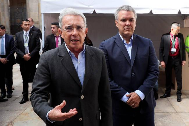 Álvaro Uribe pide al Senado retener su carta de renuncia