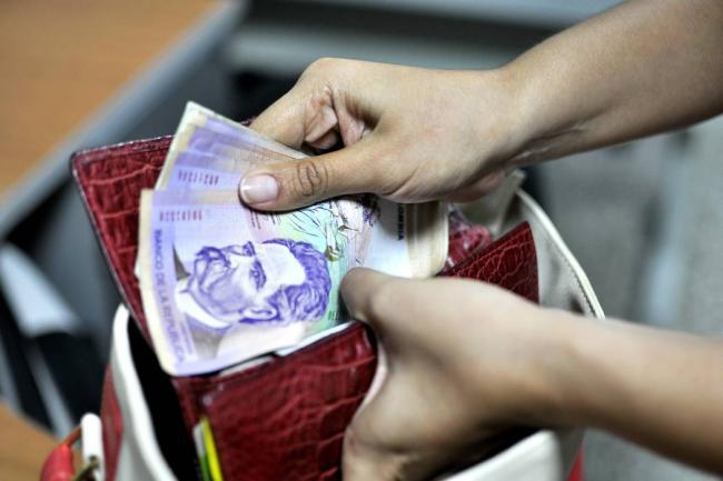 Colombia: El pago con efectivo ahora tendría el 4×1000