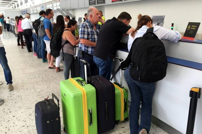 Usuarios de transporte aéreo podrán interponer sus quejas ante la SIC
