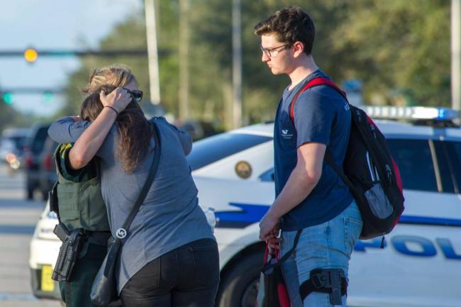 Heridos del tiroteo en escuela de Florida permanecen en estado crítico