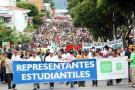 Una educación pública gratuita fue lo que pidieron ayer los estudiantes, docentes y padres de familia, quienes marcharon por las calles de la capital santandereana.