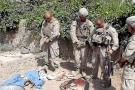 Marines identifican a soldados filmados orinando cadáveres de afganos