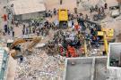 Todavía hay entre quince y veinte desaparecidos en los escombros de tres edificios en Rio de Janeiro.