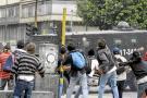 """Santos condena y tilda de """"vandálicas"""" protestas contra transporte bogotano"""
