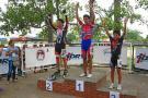 En la gráfica aparece, en el centro del podio, la gran figura de Santander en la IV Válida Nacional de Patinaje de velocidad, Gian Carlos Acosta, quien consiguió tres medallas en este evento disputado en Yopal, Casanare, dos de oro y una de plata.