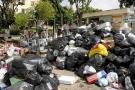 Inundados de basura estaban ayer varios barrios de la ciudad