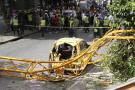 Aunque la pluma no aplastó al taxi si acabó con la vida de su conductor quien se encontraba por fuera del vehículo esperando a que le saliera una carrera en la Clínica Chicamocha.
