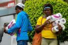 """""""Cambio harina por toallas sanitarias"""": el trueque on line bulle en Venezuela"""