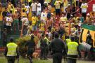 Suspenderían fútbol profesional colombiano si se retira a policías de estadios