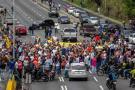 Chavismo y oposición protestan en Venezuela en respuesta a Constituyente