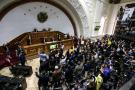 """Parlamento reta al tribunal venezolano nombrando magistrados """"legítimos"""""""