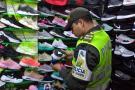 Sacan del mercado 700 pares de calzado ilegal en Bucaramanga