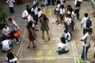 Estudiantes de colegio de Floridablanca reciben clase en el piso
