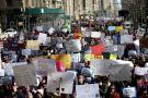 Miles de personas protestan en Nueva York contra la venta de armas