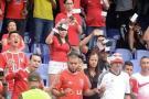 Hinchas de América protestan lanzando billetes a jugadores