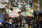 Aún sin 'salida' la reubicación  de ventas que invaden la plaza
