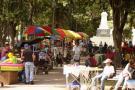 Vendedores informales de Bucaramanga se declaran en asamblea permanente tras reubicación