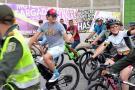 Carlos Vives paseó en su bicicleta con propios y turistas