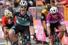 Sam Bennett gana la etapa 12, Yates sigue con la maglia rosa
