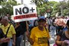 Apatía, desinformación y miedo entre los venezolanos por crisis institucional