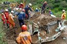 Así fue el rescate de los cuerpos del bus sepultado en la vía Tona - Bucaramanga