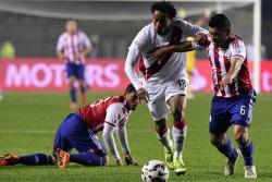 Perú y Paraguay definieron ayer en Concepción el tercer lugar de la Copa América Chile - 2015, en un partido de trámite intenso y poco vistoso, en el que los 'incas' impusieron su juego y se confirmaron como la revelación del torneo continental de selecciones más antiguo del mundo.