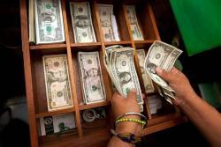 Dólar abre la jornada con un alza de $66,64